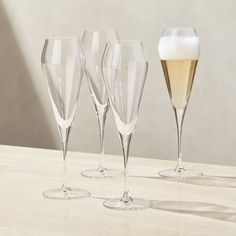 Wedding Wine Glasses, White Wine Glasses, Whiskey Glasses, Champagne Glasses, Types Of Cocktail Glasses, Types Of Cocktails, Hogwarts, Crystal Glassware, Waterford Crystal