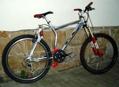 This is the 1997 GT LTS bike. It's GT's next full suspension bike after the RTS.