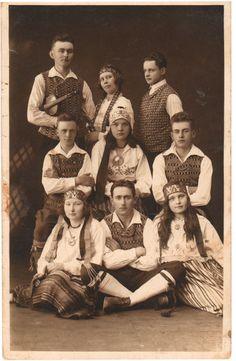 Folk dancers from Keila 1930. Eesti muuseumide veebivärav - Keila põllutöökooli rahvatantsijad