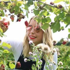 Strawberry picking // SUCH a gorge day, can't wait to make something extra tasty 🍓🍴 Poppy Deyes, Strawberry Picking, Zoella, Wildfox, Youtubers, Cool Girl, Poppies, Round Sunglasses, African
