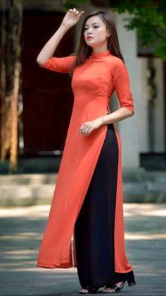 Dress Indian Style, Indian Fashion Dresses, Indian Designer Outfits, Pakistani Dresses, Indian Outfits, Designer Dresses, Punjabi Fashion, Kurti Neck Designs, Kurta Designs Women