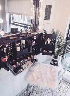 Mur monté maquillage organisateur vanité Ship par bleachla sur Etsy