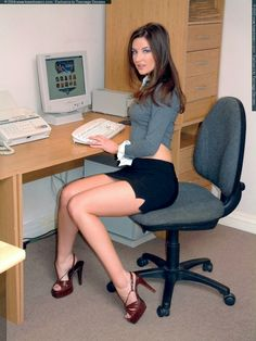 Девочки в офисе секс