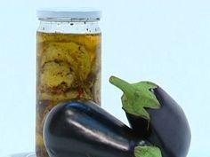 Berenjenas en escabeche Quick Refrigerator Pickles, Salty Foods, Eggplant Recipes, Cooking Recipes, Vegan Recipes, Preserves, Mexican Food Recipes, Tapas, Appetizers