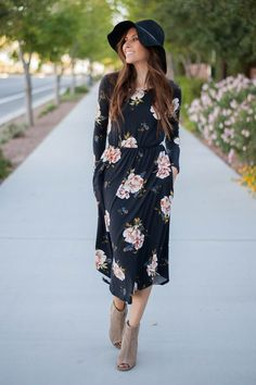 This floral print midi dress in black is one of our favorites this season! Pairs nicely with your favorite booties or heels. - Full-length sleeve - Cinched waistline - Hidden pockets - Made in the USA