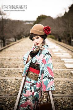 /cgl/ - Wa lolita and kimomo thread - Cosplay & EGL Traditioneller Kimono, Kimono Japan, Geisha, Traditional Japanese Kimono, Modern Kimono, Kimono Design, Wedding Kimono, Summer Kimono, Kanzashi