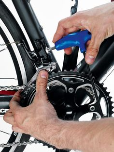 How to adjust your front derailleur Bicycle Tools, Bicycle Parts, Road Bike Gear, Waterproof Gloves, Bike Builder, Bicycle Maintenance, Cycling Tips, Cycling Outfit, Architectural Font
