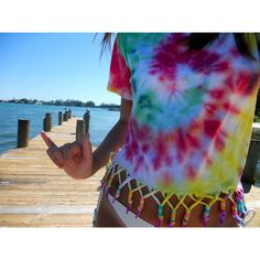 must do this to old tye dye shirts.i may or may not be obsessed with tye dye. Hippie Accessoires, Camisa Tie Dye, Diy Fashion, Ideias Fashion, Hipster Fashion, Teen Fashion, Ty Dye, Do It Yourself Fashion, How To Tie Dye
