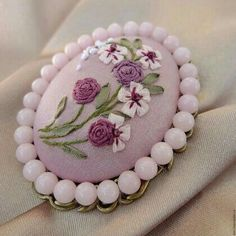 Embroidery Jewelry Tutorial Polymer Clay 46 Ideas For 2019 Ribbon Embroidery Tutorial, Silk Ribbon Embroidery, Embroidery Jewelry, Hand Embroidery Designs, Embroidery Stitches, Embroidery Patterns, Beaded Banners, Brazilian Embroidery, Ribbon Art