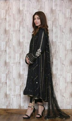 Hijab Fashion, Fashion Dresses, Kinza Hashmi, Embroidery Suits Design, Bridal Dress Design, Salwar Designs, Shalwar Kameez, Kurti, Pakistani Outfits