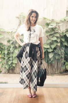 Chris Francini - Saia Xadrez e camiseta - Moda Feminina Estilo Inspiração - Women´s Fashion Style Look Outfit