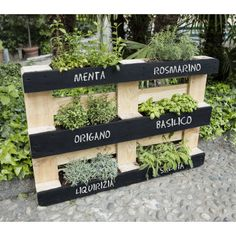 8 Excellent Pallet Garden Ideas For Your Backyard Vertical Pallet Garden, Pallets Garden, Herb Garden Pallet, Potager Palettes, Vegetable Garden Design, Garden Boxes, Plantation, Balcony Garden, Garden Projects