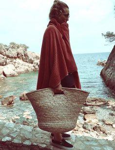 Quitte à succomber à la mode du panier tressé, autant voir grand ! (photo Blanca Miró Scrimieri)