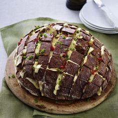 Gefülltes Brot mit Käse und Pilzen Rezept | LECKER