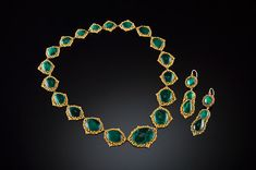 Georgian demi parure of malachite and cannetille gold necklace and ear pendants en suite. Circa 1830.