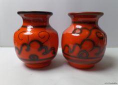 A set of Dutch Gouda Flora Tokio vases, model number 905  by SoVintastic, €35.00 only