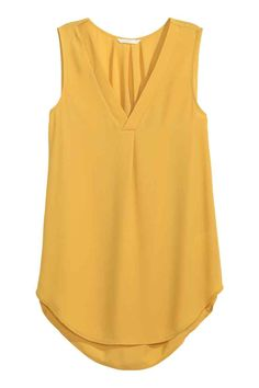 Sleeveless blouse: Wide, sleeveless blouse in an airy weave with a satin-trimmed V-neck, a pleat at the front, box pleats at the back of the neck and a rounded hem. Slightly longer at the back.