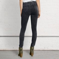 """New Rag & Bone high waist skinny leg jegging jeans New with tags attached celebrity favorite brand Rag & Bone size 25 high waist skinny leg super stretchy """"Justine"""" jeans. rag & bone Jeans Skinny"""