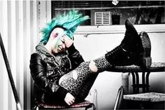 Find images and videos about punk, colorful hair and Mohawk on We Heart It - the app to get lost in what you love. Alternative Girls, Alternative Fashion, Punk Boy, Punk Girls, Punk Rock Fashion, Street Fashion, Riot Grrrl, Afro Punk, Punk Mohawk