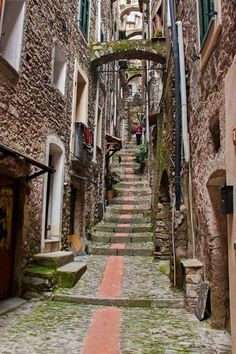 If you want to experience Europe, you need to travel to Italy. No other country on earth offers the depth, breadth, and scope of Italy. Italy Travel Tips, Travel Tours, Travel Ideas, Travel Guide, Italian Street, Italy Landscape, Italy Holidays, Places In Italy, Visit Italy