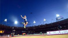Greg Rutherford of Great Britain leaps on his way to winning the gold medal in the men's long jump on Saturday at the Olympic Stadium. Sports Images, Sports Photos, Greg Rutherford, Robbie Rogers, London Olympic Games, 2012 Summer Olympics, Olympic Gold Medals, Long Jump, Tom Daley