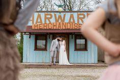 Inspiration mariage western chic Western Chic, Inspiration, Wild West Wedding, Western Theme Weddings, Wedding Country, Romantic Love Photos, Biblical Inspiration, Inhalation
