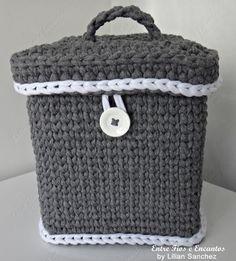Frasqueira Croche Fio de Malha  http://www.vitrine.elo7.com.br/entrefioseencantos