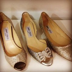 Blingy wedding shoes.  LOVE IT!