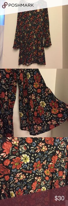 American Eagle Flutter Sleeve Dress NWT American Eagle Outfitters flutter sleeve fit and flare dress. Keyhole opening in back with tie. Would look great paired with black sandals or booties. Smoke free home. American Eagle Outfitters Dresses Mini