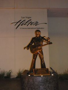 Las Vegas Hilton with statue of Elvis