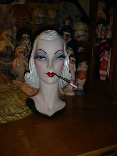 Il sagit dun plâtre vintage lourds (environ 8lbs) / chalkware mannequin dans une cinquantaine de classique style de lépoque. Elle est denviron 14