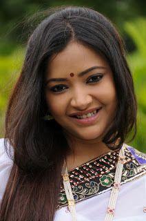 Swetha basu Prasad in saree Photos - Latest Telugu Movie Wallpapers and Images