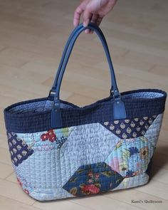 여름가방 장만했어요.. : 네이버 블로그 Hexagon Patchwork, Patchwork Bags, Polish Clothing, Nurse Staffing, Lace Bag, Japanese Bag, Home Sew, Wash Bags, Hand Sewing