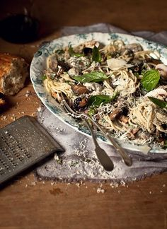 Mushroom & Bacon Spaghetti with Basil, White Wine and Cream Sauce, by Katie Quinn Davies - check out her blog for other amazing receipes & pictures!  yummieeeee!!