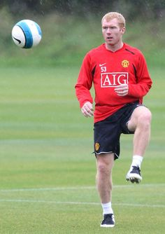 Paul Scholes may return next week, while Owen Hargreaves is fit to face Reading.