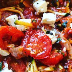 😍🍝Wauw! Deze komt op de kaart! Courgette spaghetti! Heerlijke smaakbeleving en alleen maar groente! 🍝😍 Lekker met fetta! Maar vegan of lactosevrij ook mogelijk!  #koolhydraatarm #lekker #happinez #healthyfood  #foodblogger #lekkerinjevel #gezondeleefstijl #healtyfood #tasty #huisgemaakt #vegan #vegetarisch #glutenvrij #lactosevrij High Tea, Catering, Salsa, Pork, Mexican, Ethnic Recipes, Desserts, Tea, Kale Stir Fry