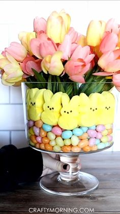 Trifle Bowl Easter Centerpiece using peeps! Super easy easter table decor to make yourself using a pretty glass trifle bowl! Jelly bird candies or jelly beans work great. # easy crafts for the house Trifle Bowl Easter Centerpiece Easter Table Decorations, Decoration Table, Easter Centerpiece, Easter Flower Arrangements, Candy Centerpieces, Spring Decorations, Easter Flowers, Centerpiece Ideas, Valentine Decorations