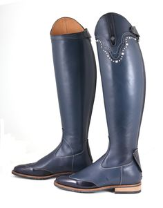 Equestrian helmets might not be the most significant style feeling today, but there are some stories behind them. Riding Gear, Horse Riding, Riding Helmets, Riding Boots, Equestrian Boots, Equestrian Outfits, Equestrian Fashion, English Riding, English Tack