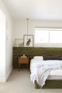 decoration decor crafts with bedroom decor to decor bedroom decor ideas yellow decor must haves decor and decor stores near me Green Headboard, Modern Headboard, Headboard Designs, Green Bedding, Pallet Headboards, Tufted Headboards, Guest Bedroom Decor, Home Bedroom, Design Bedroom