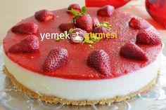 Çilekli İrmik Tatlısı - http://www.yemekgurmesi.net/cilekli-irmik-tatlisi.html