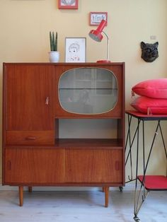 63 Vintage Furniture Collection: Buffet Cabinets, Sideboards, Bedside Tables and Desks https://www.futuristarchitecture.com/4665-vintage-furnitures.html #vintage
