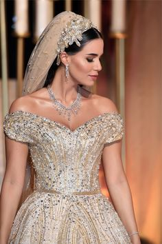 Behind the Scene of Dana Wolley's Fairytale Wedding Dress   In the press   News