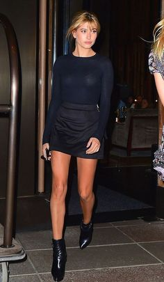 Hailey Baldwin Street Style Saia All Black