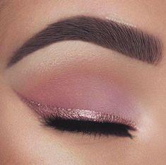 Rosa Eyeliner, Pink Eyeliner, Pink Eye Makeup, Makeup Eye Looks, Glitter Eyeliner, Eye Makeup Art, Eyeshadow Makeup, Pink Eyeshadow, Eyeliner Pencil