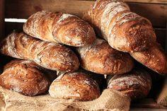 """Das """"Pan sencillo"""" schmeckt hervorragend als Beilage zum Grillen. Der Sauerteig und der Vollkornanteil verschaffen dem Brot eine Würzige Note und machen die Krume wattig und saftig. Die Röststoffe ..."""