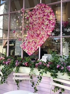 Cupcakes, pie and all things pink at Peggy Porschen, Belgravia, London Valentine Decorations, Wedding Decorations, Log Burner Living Room, London Activities, Peggy Porschen Cakes, Flower Aesthetic, Magazine Art, Event Planning, Pink And Green