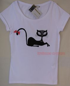 camiseta personalizada gatita My T Shirt, Sweater Shirt, Altered T Shirts, Painted Clothes, Toddler Girl Outfits, Fabric Painting, Cute Shirts, Custom Clothes, Shirt Style