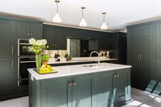 A Charismatic London Town House Transformation Handmade Fitted Wardrobes, Interior Blogs, Grey Kitchen Designs, Bungalow Kitchen, Oak Table, Cupboard Storage, Ceiling Decor, Kitchen Paint, Handmade Furniture