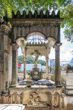 https://flic.kr/p/QBopr7 | O Túmulo de Viscondes | no Cemitério São João Batista.  Botafogo, Rio de Janeiro, Brasil. Tenha um belo dia. _____________________________________________  Viscounts  Tomb  At São João Batista Cemetery.  Botafogo, Rio de janeiro Brazil. Have a nice day.  _____________________________________________  Buy my photos at / Compre minhas fotos na Getty Images  To direct contact me / Para me contactar diretamente: lmsmartins@msn.com