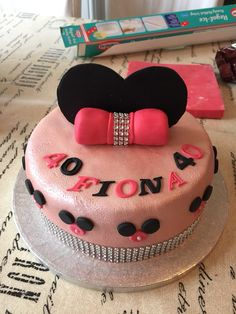 Minnie Mouse sparkly birthday cake